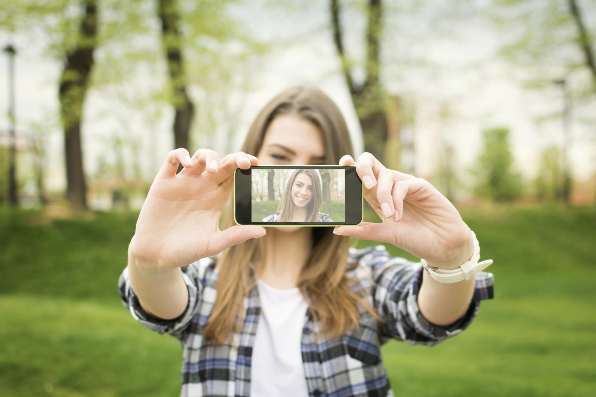 Selfie Çekmek Öz Saygınıza İyi Gelebilir Fakat Photoshop?